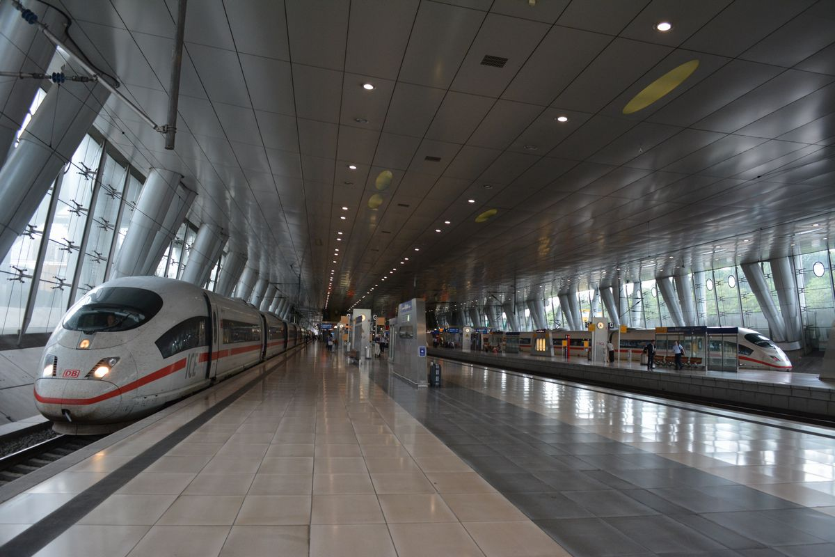 ICE 25周年:RiG Eisenbahnblog...